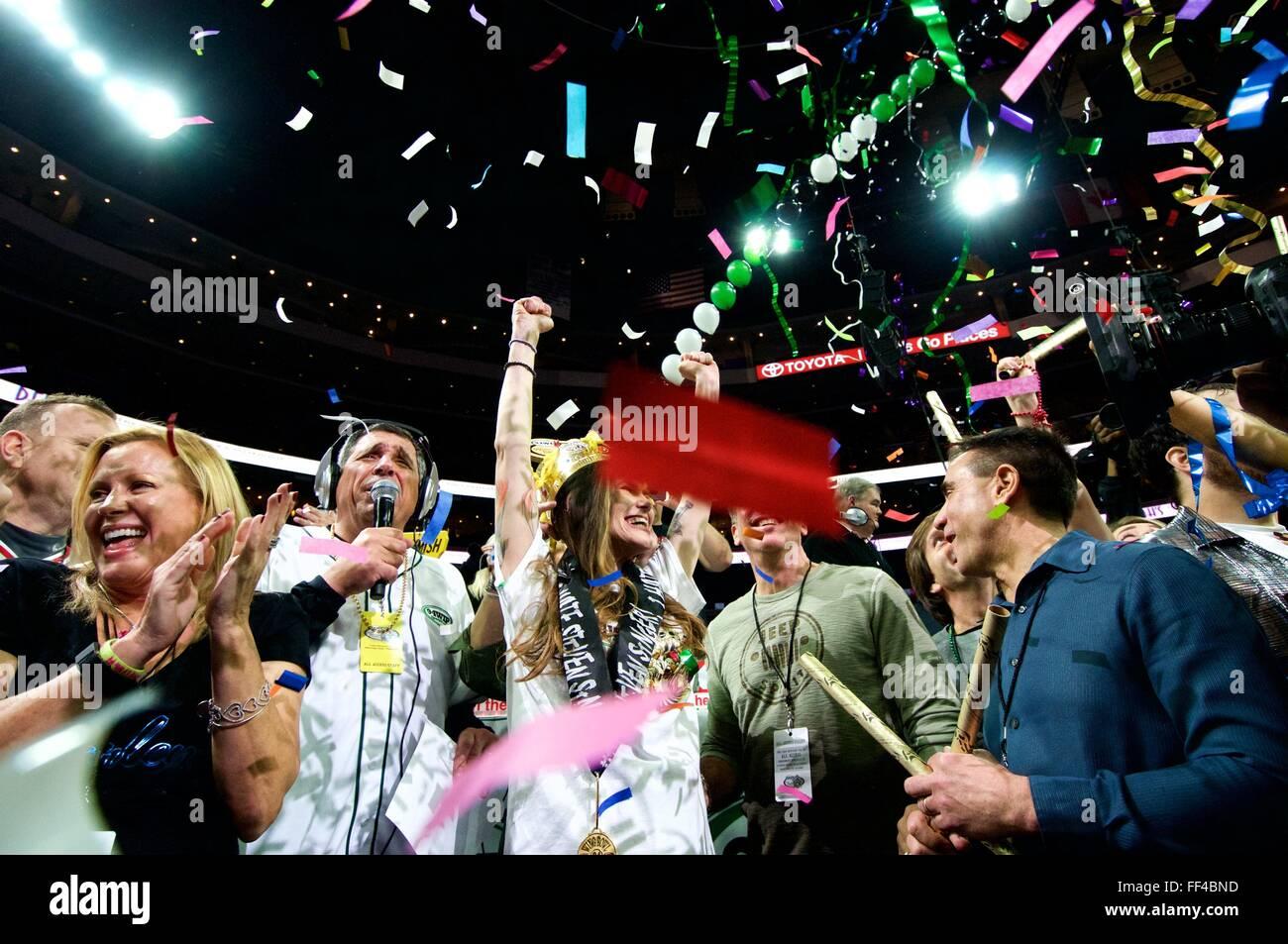Wettbewerbsfähige Esser Molly Schuyler feiert nach dem Sieg Wing Bowl XXIV in Philadelphia, PA Stockbild