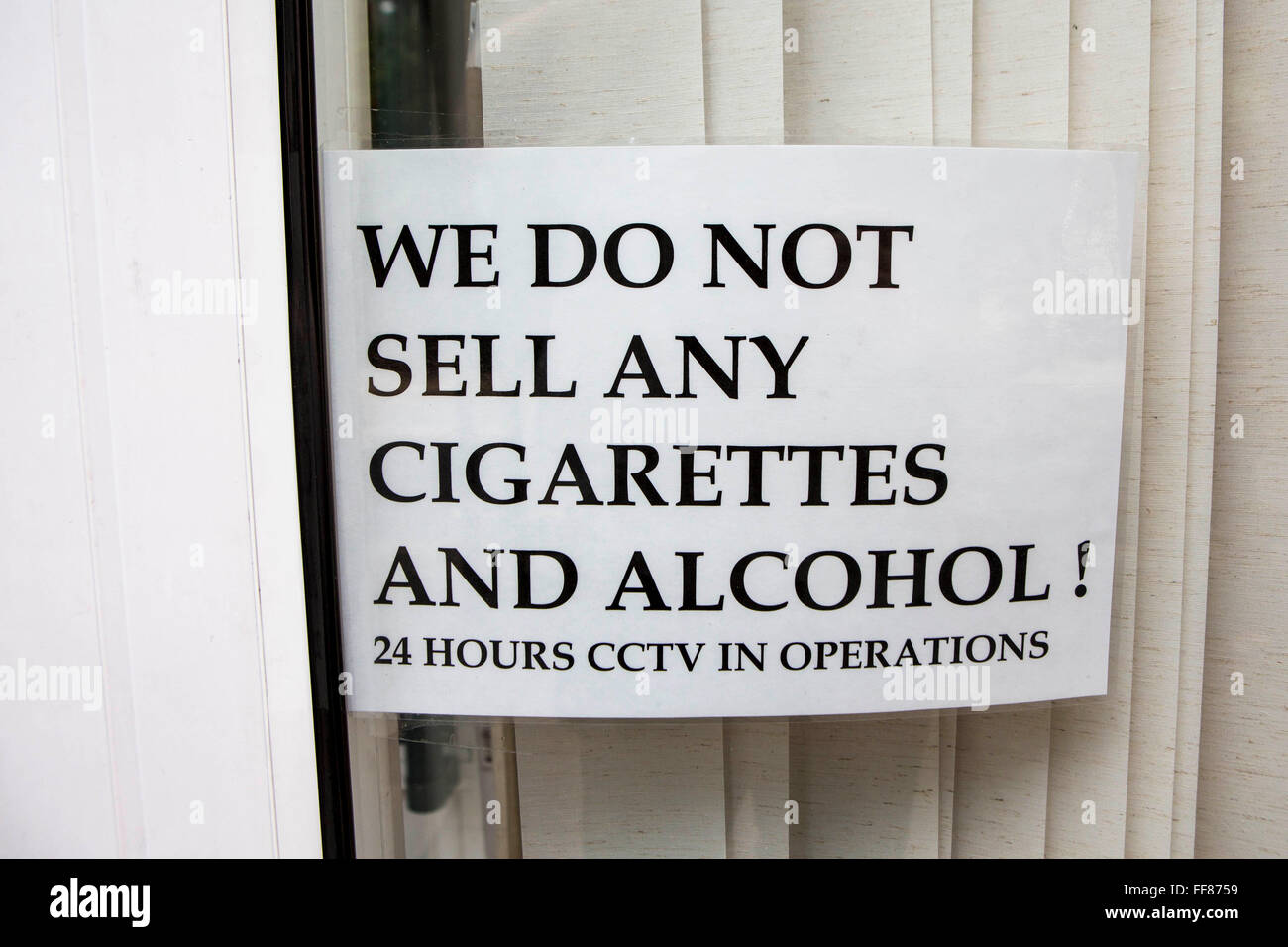 cigarettes alcohol stockfotos cigarettes alcohol bilder alamy. Black Bedroom Furniture Sets. Home Design Ideas