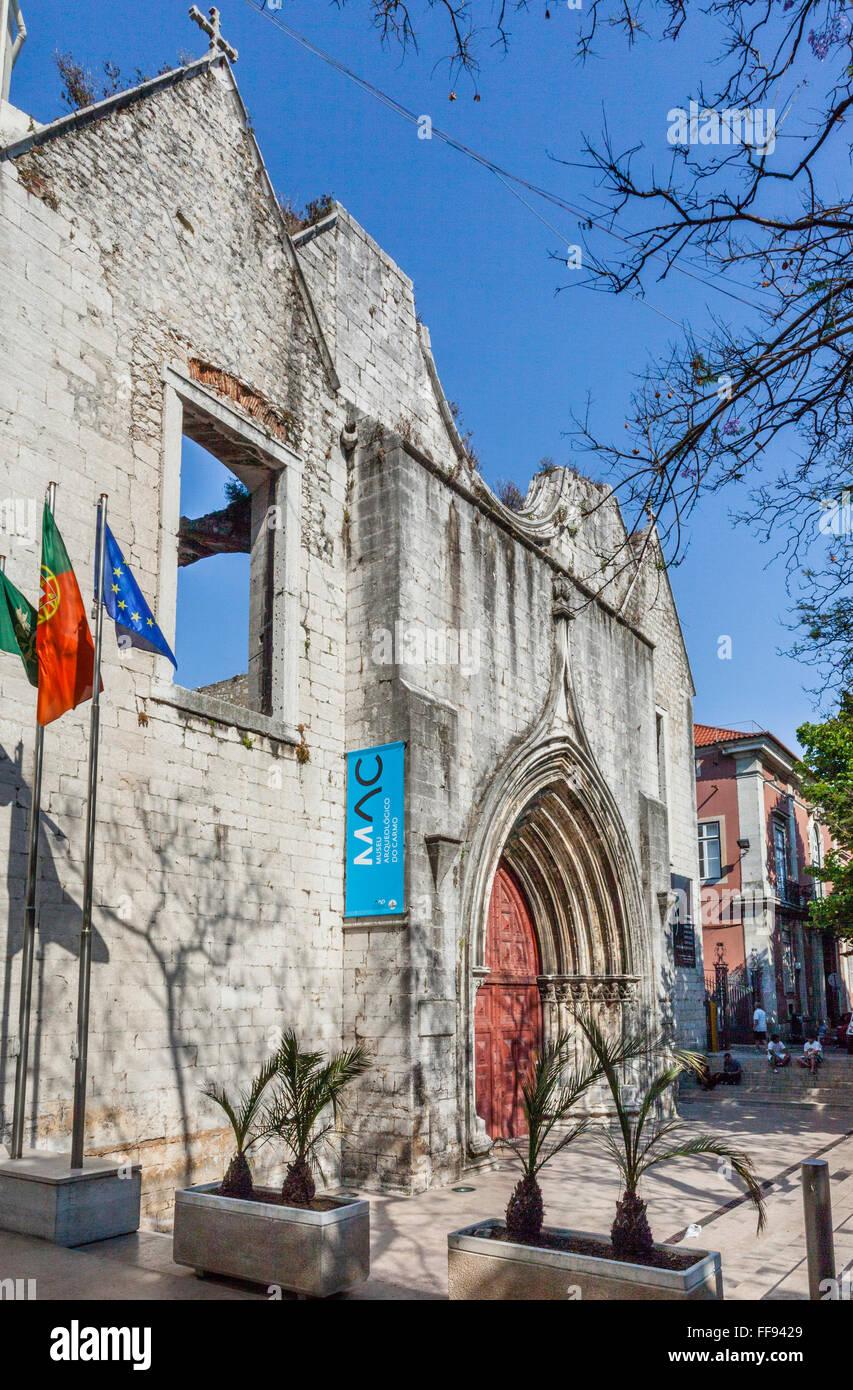 Portugal, Lissabon, Chiado Viertel, Hauptportal der Gotik Carmo Kirche, zerstört während das Lissabon Stockbild