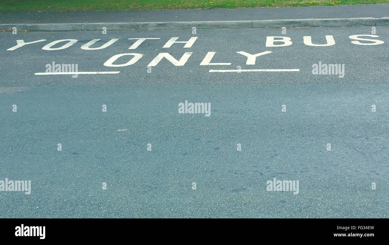High Angle View Of Text auf Straße Stockbild