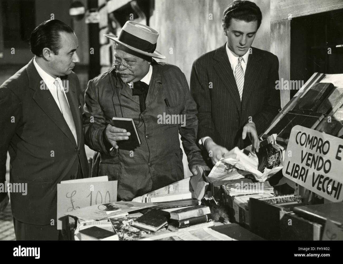 Schauspieler Aldo Fabrizi und Mario Riva in der Episode The Barrow von alten Büchern, aus dem Film ein anderes Stockbild