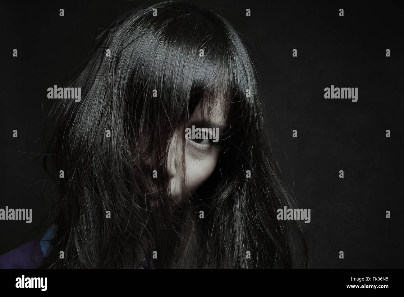 Dunkle Porträt einer blassen Japanerin. Halloween und horror Stockbild