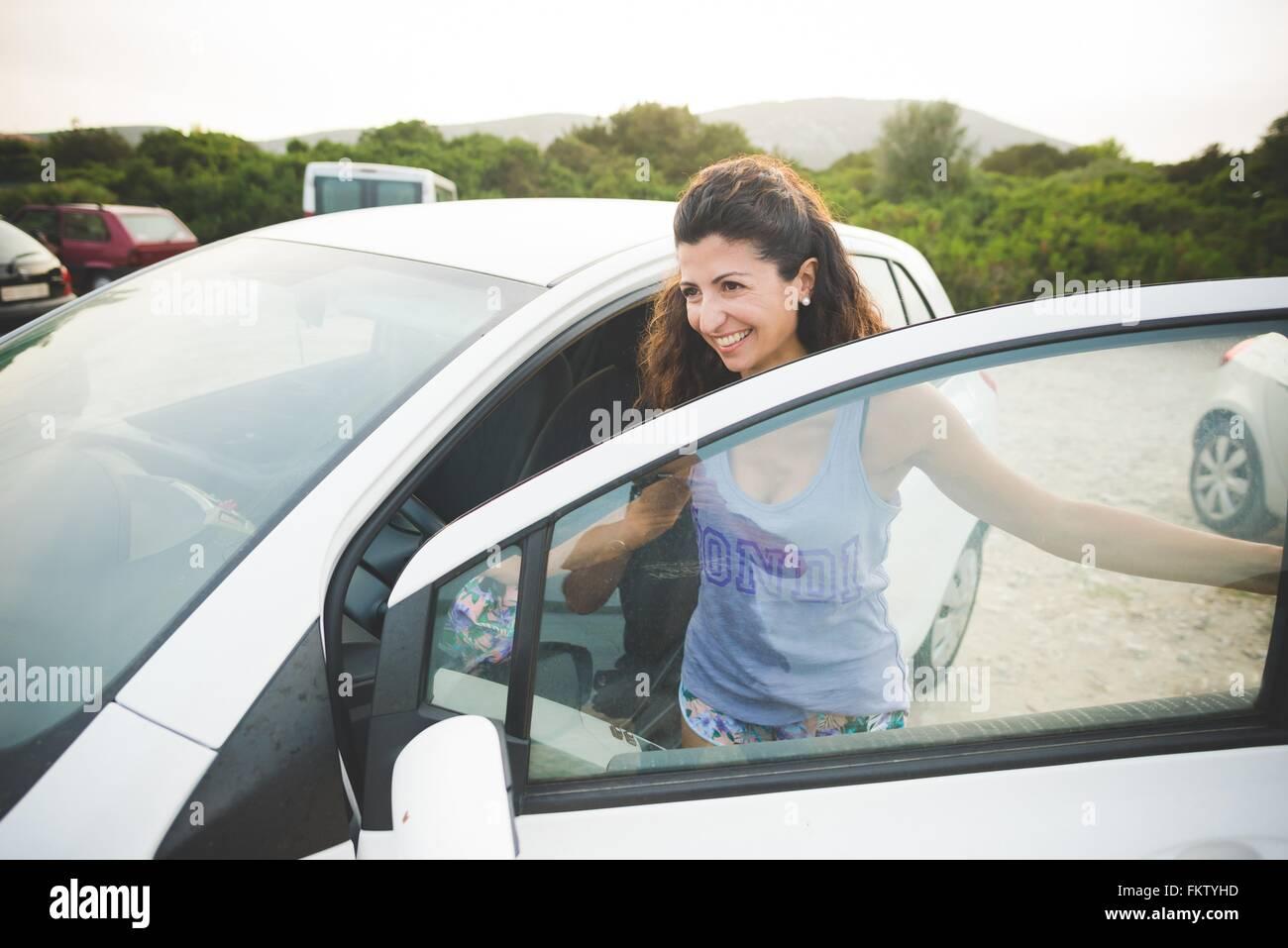 Getting Into Car Stockfotos Amp Getting Into Car Bilder Alamy