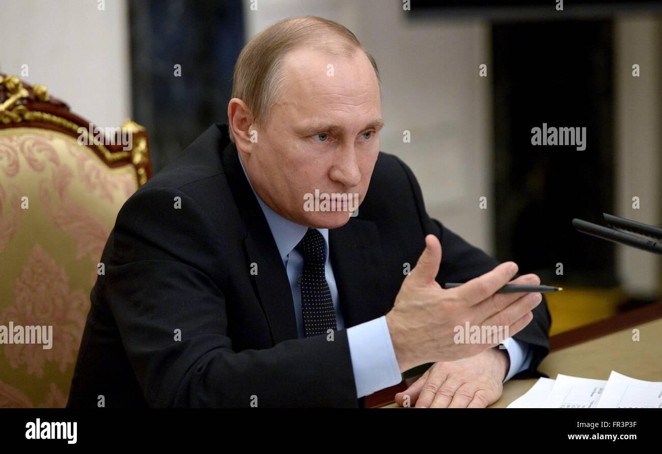 Der russische Präsident Vladimir Putin während einer Kabinettssitzung, doping im Sport im Kreml 16. März Stockbild