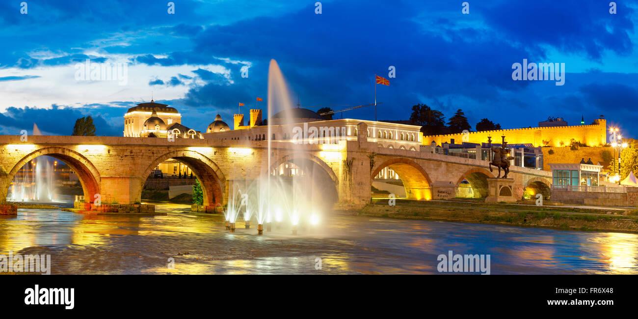 Mazedonien, Skopje, die steinerne Brücke über den Fluss Vardar Stockbild