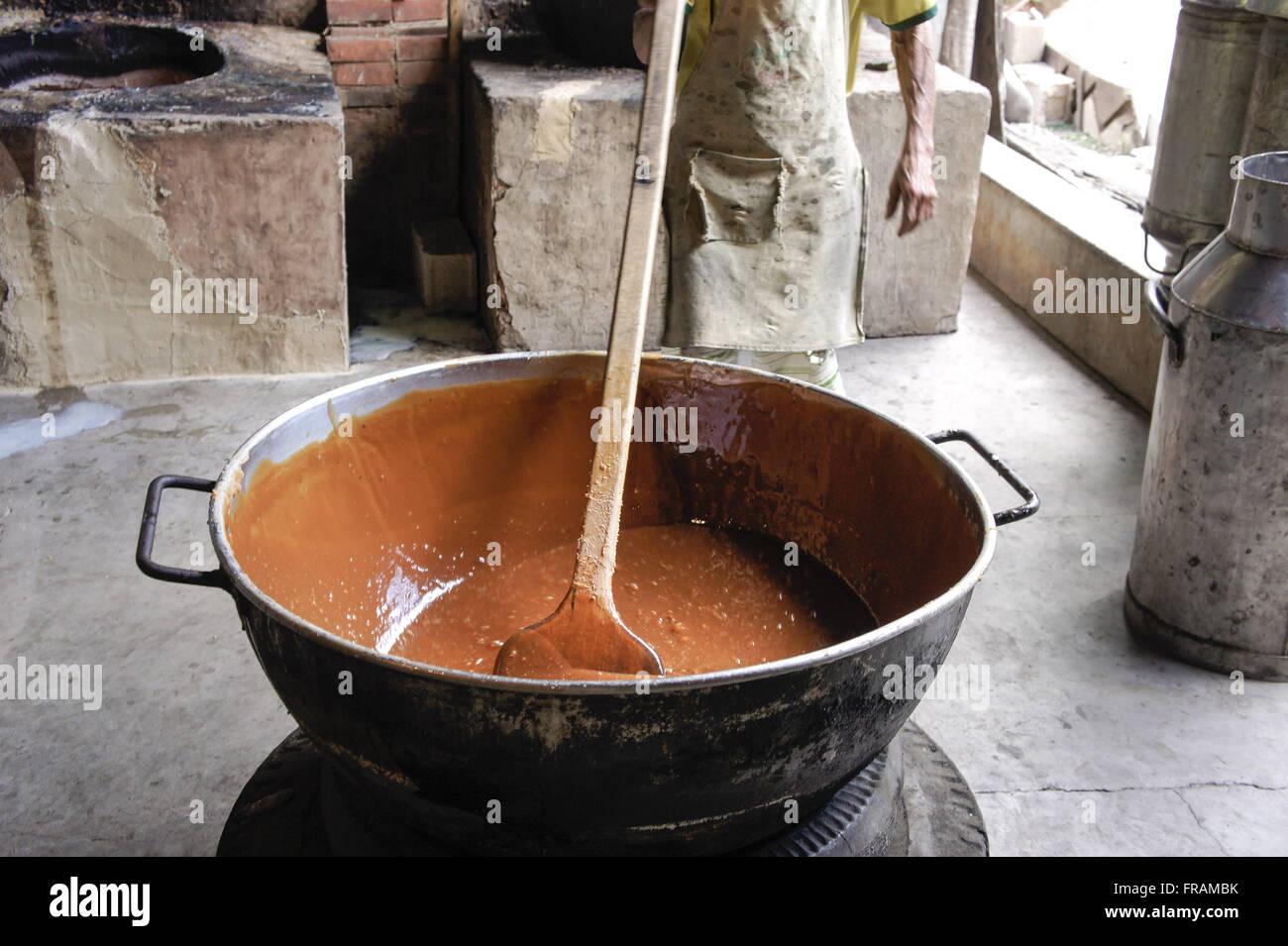 Herstellung von hausgemachten Frischmilch Stockbild