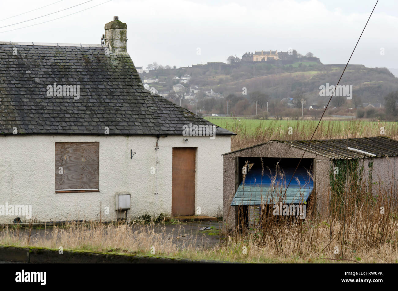 verfallenes haus in der n he von stirling in schottland stockfoto bild 100738363 alamy. Black Bedroom Furniture Sets. Home Design Ideas