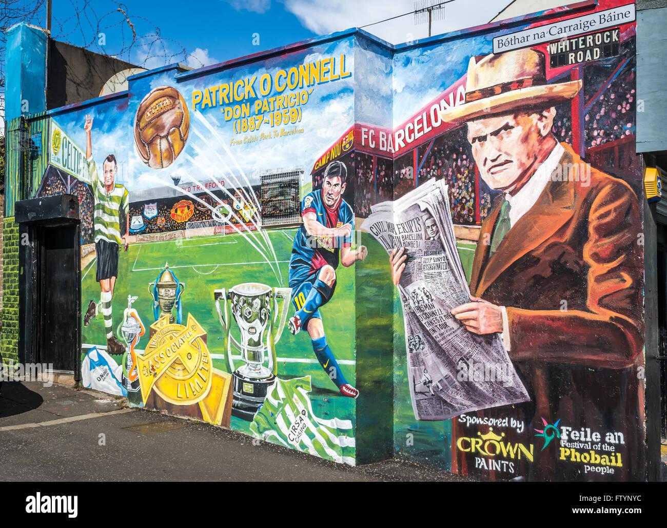 Patrick O' Connell Celtic und Barcelona Wandbild in West Belfast Stockfoto