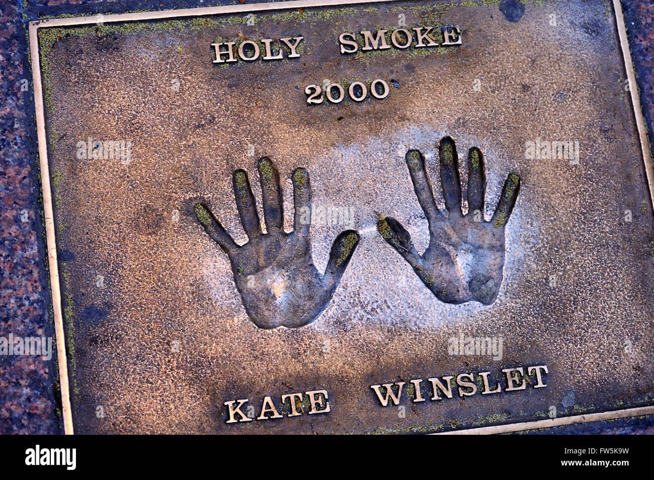 """Kate Winslet Bronze Plakette der Handabdruck in das Pflaster von Leicester Square gesetzt: von Kate Winslet. """"Holy Stockbild"""