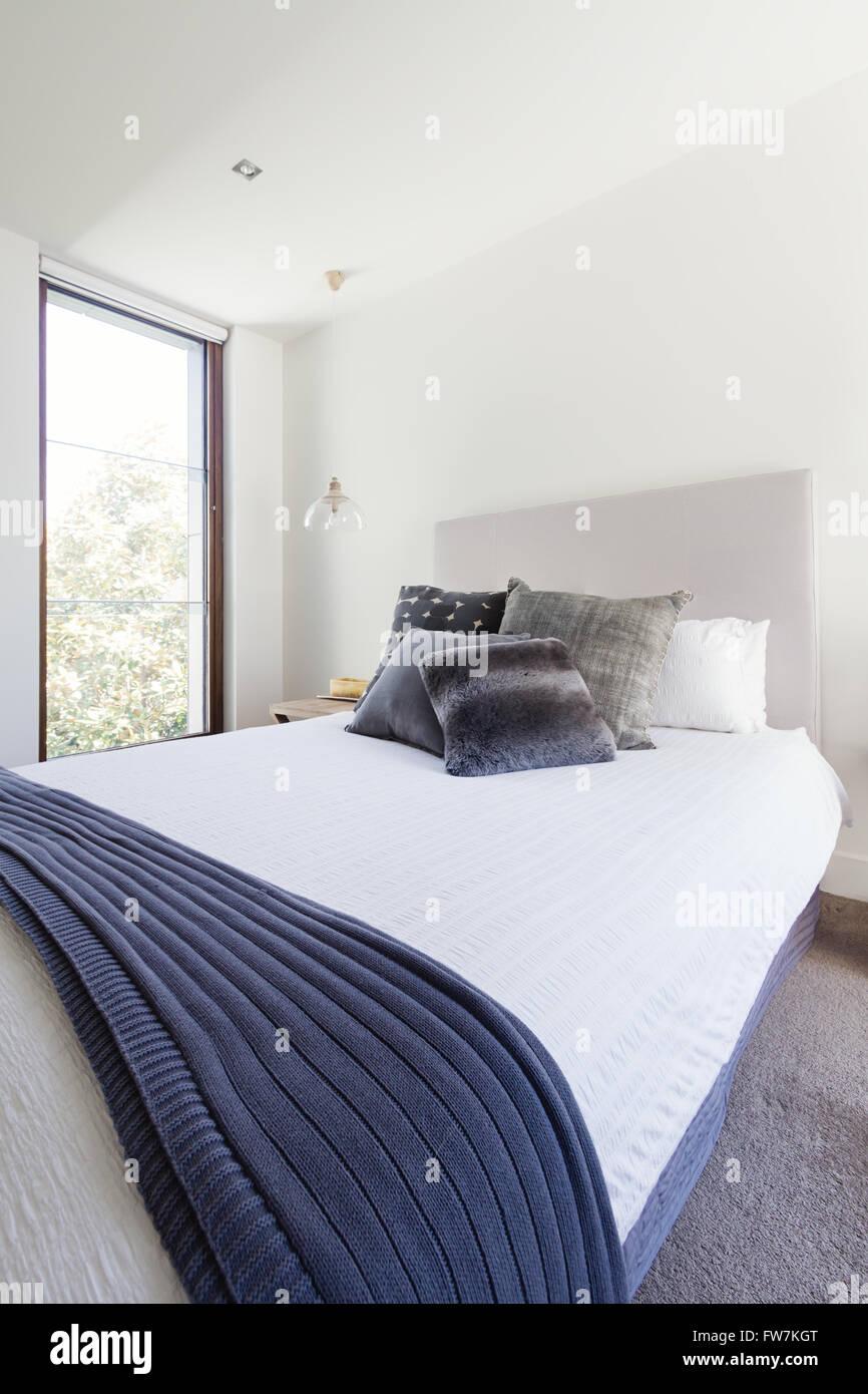 Marine Grau Und Weiß Farbschema Im Luxus Schlafzimmer Dekoration Interior  Design