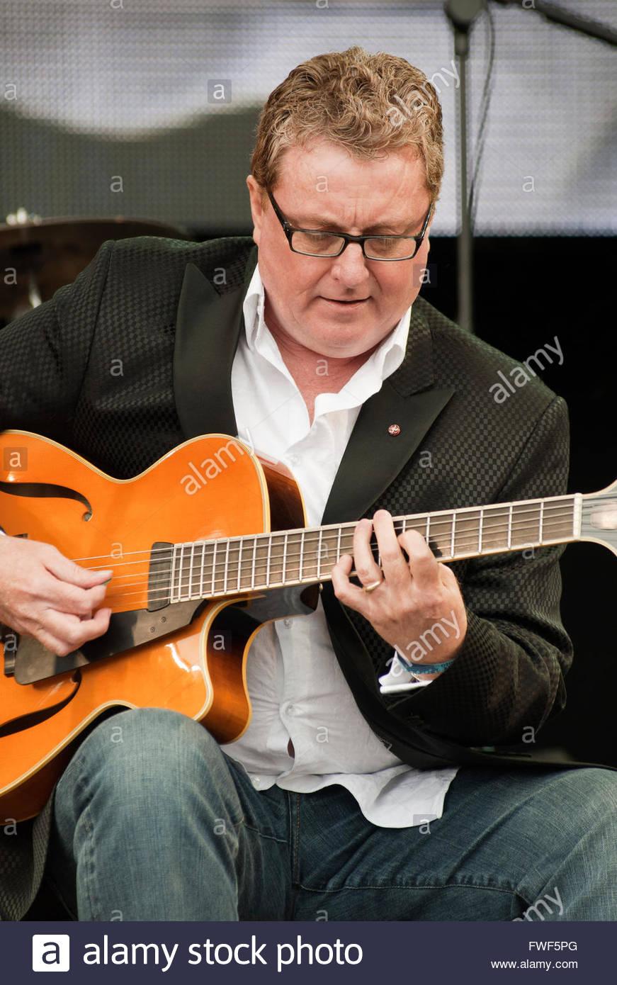 Legendären Jazzgitarristen, Martin Taylor erklingt in der Cropredy Festival, UK 2010 Stockbild