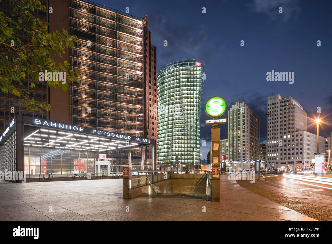 Potsdamer Platz, Berlin, DB Tower, S-Bahn-Eingang, Berlin Mitte, Deutschland Stockbild