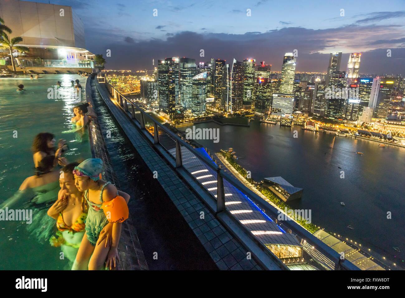 Marina Bay Sands, Infinity-Pool, Dach-Terasse, Skyline, Marina Bay, Singapur, Singapur, Southest Asien travelstock44 Stockbild