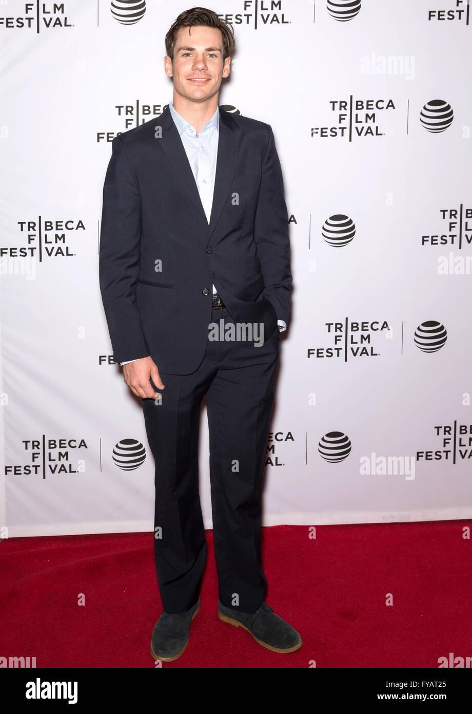 New York City, USA - 24. April 2016: Schauspieler Cronin Cullen besucht die fast Paris Premiere beim Tribeca Film Stockbild