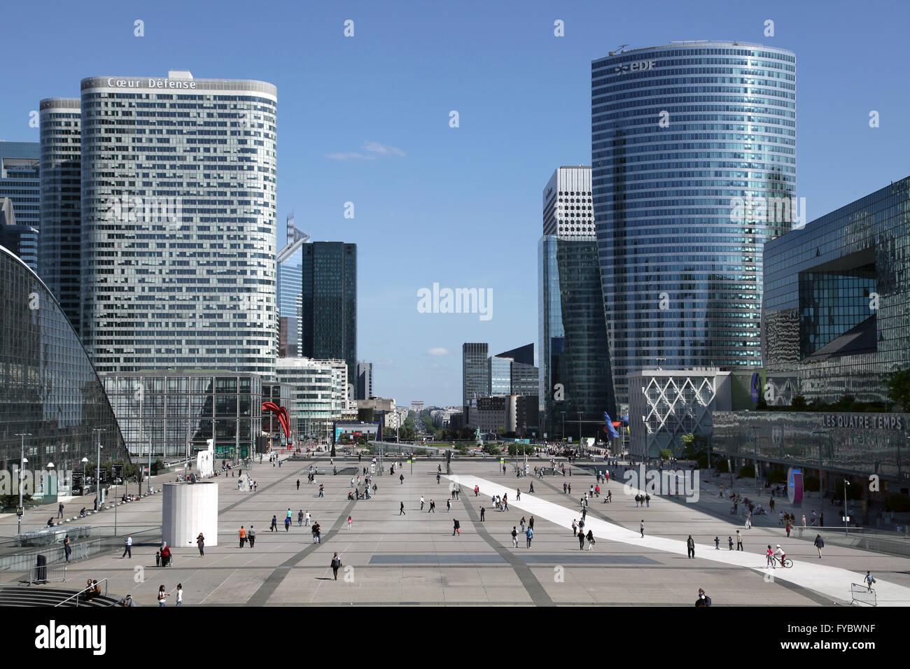 Stadtbild von großen Geschäftsviertel La Défense Paris in Paris Stockbild