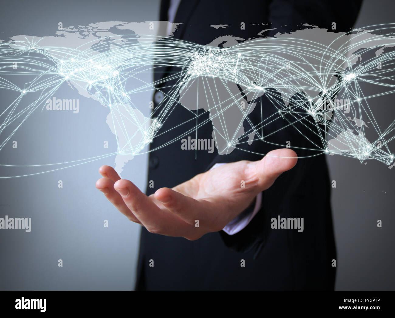 Luft-Verkehrskonzept: Welt Verbindungen Karte über Geschäftsmann Hand Stockbild