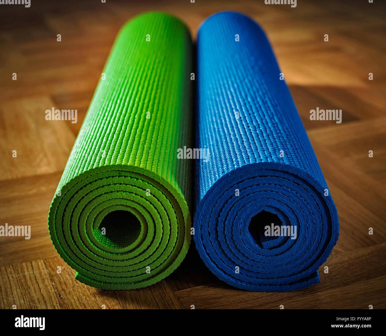 Yoga-Matte am Boden Stockbild