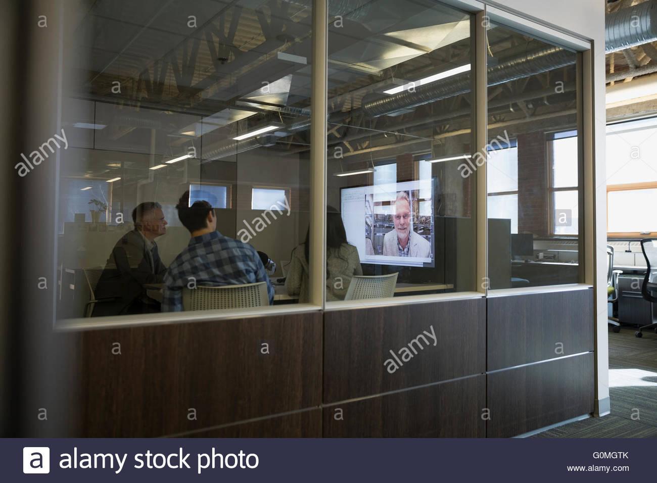 Geschäftsleute in Videokonferenz Treffen Stockbild
