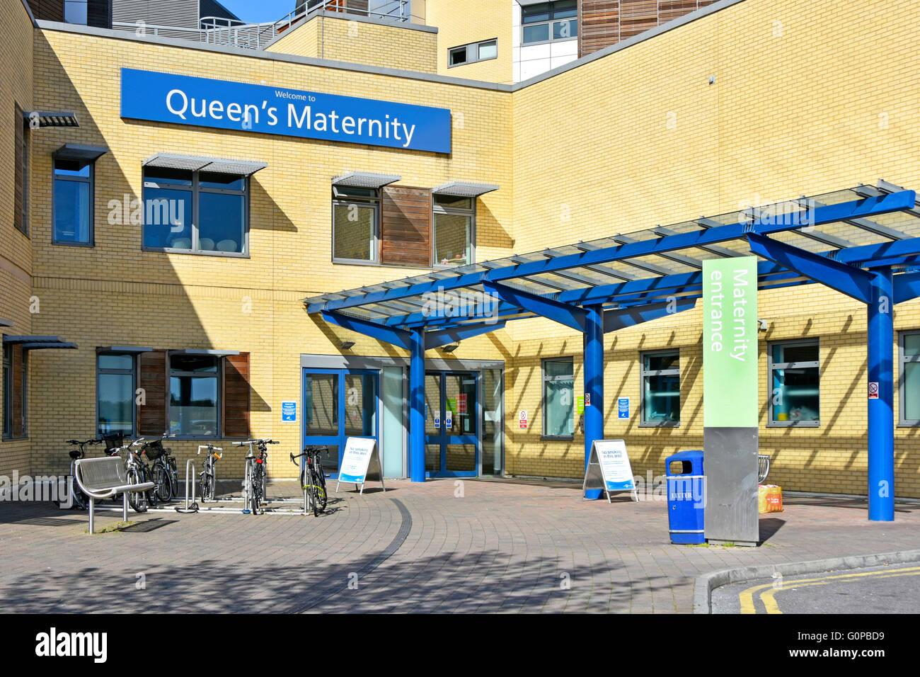 Queens Mutterschaft Krankenhaus Romford Zeichen & Gemeinde Eingang in die East London Borough of Havering England Stockbild