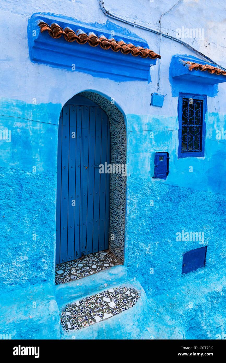 Detail einer Tür-Fenster in die Stadt Chefchaouen in Marokko Stockbild