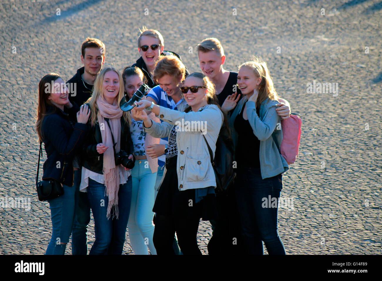 """Jugendliche Machen Ein """"Selfie"""", Berlin. Stockbild"""