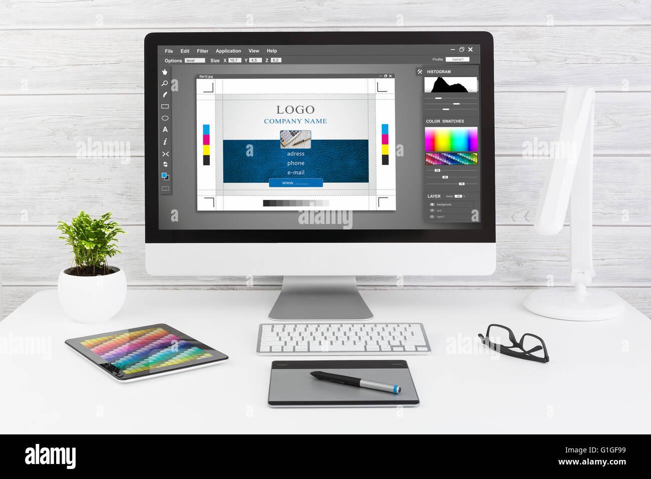Grafik-Designer bei der Arbeit. Swatch Farbmuster. Stockbild