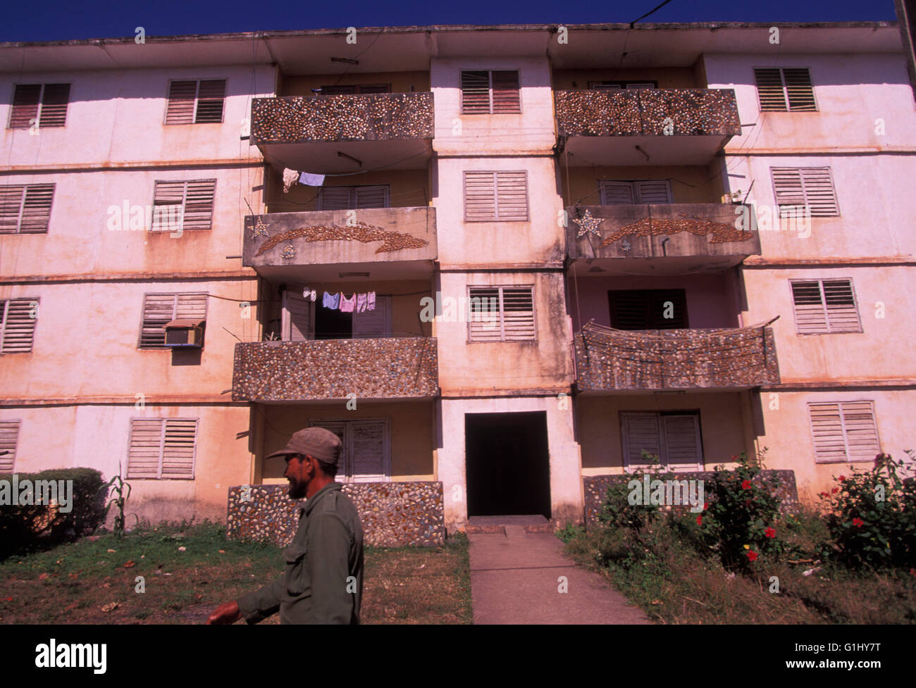 Low-cost billige Wohnungen Mehrfamilienhaus auf Isla De La Juventud vor Festland Küste von Kuba Stockbild