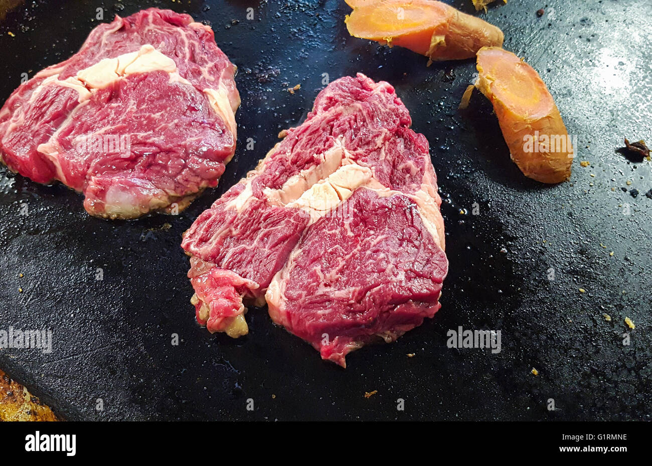 Raw Black Angus Entrecote Fleisch, auf einem Tisch Braten Braten Stockbild