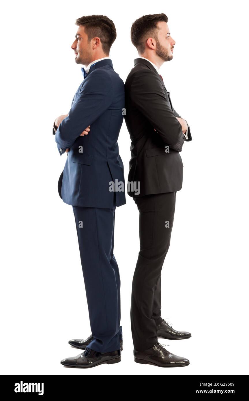 Geeignet und Wettbewerbsgeschäft Männer stehen Rücken an Rücken isoliert auf weißem Hintergrund Stockbild