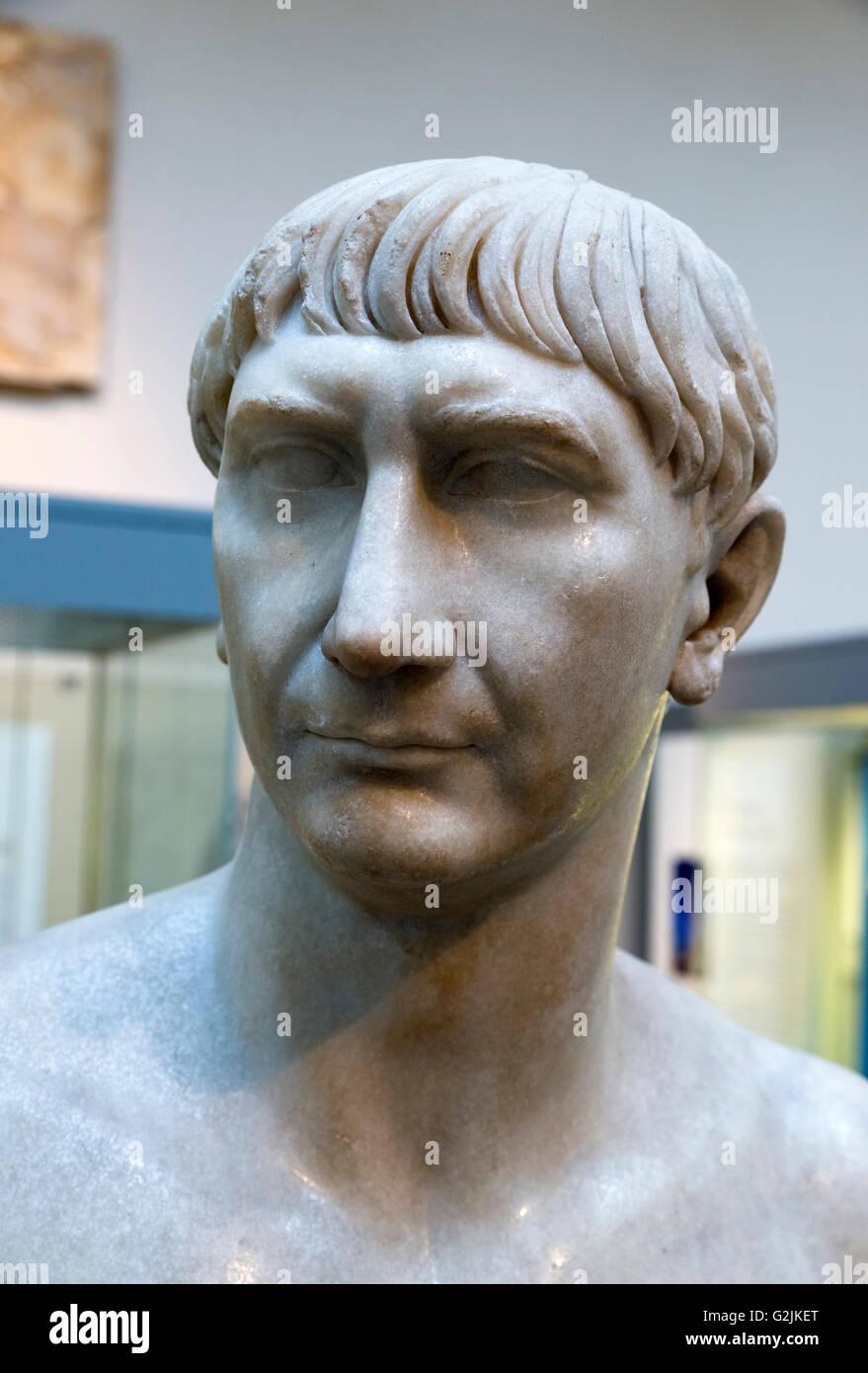 Marmorbüste des Kaisers Trajan (53-117 n. Chr.), 13. Kaiser des römischen Reiches (98-117 n. Chr.), Datum Stockbild