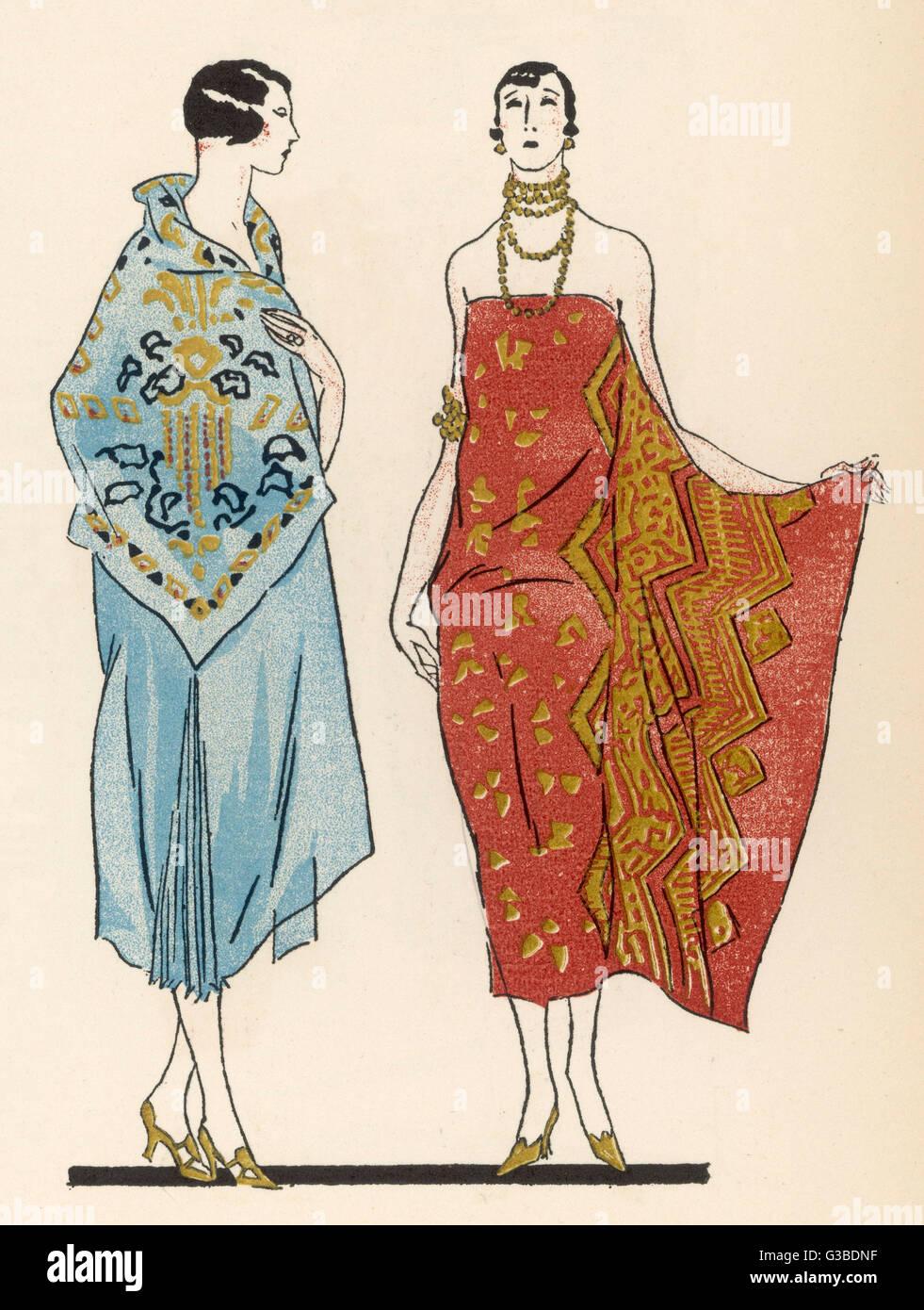 Ägyptische inspirierte Stoffe durch Coudurier: trägerlose Wickelkleid in einem kühnen Gold & Stockbild