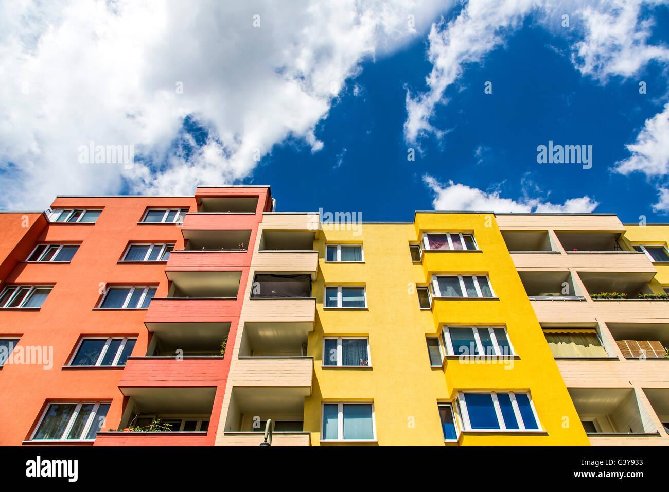 Wohnungen stockfotos wohnungen bilder alamy for Mehrfamilienhaus berlin