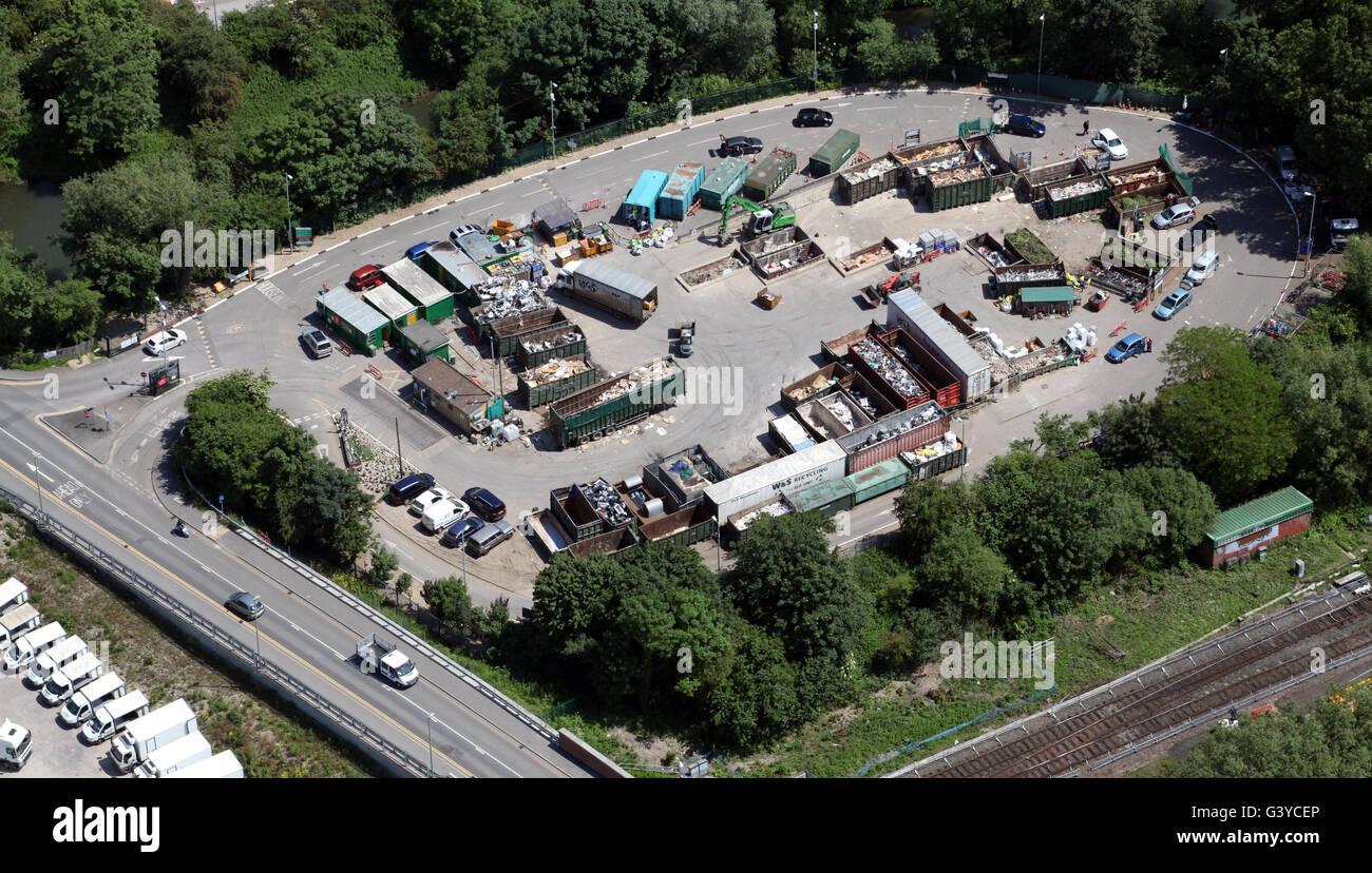 Luftaufnahme von einem inländischen Hausmüll recycling-Anlage in England, UK Stockbild