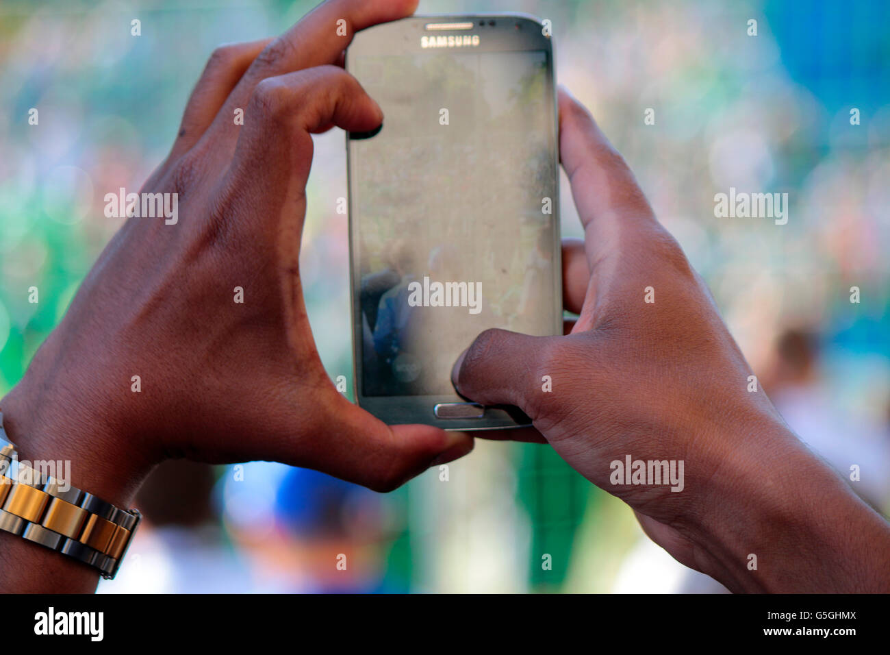 & Mit Smartphone, Fanfest Vor Dem Champions-League-Finale, Berlin. Stockbild