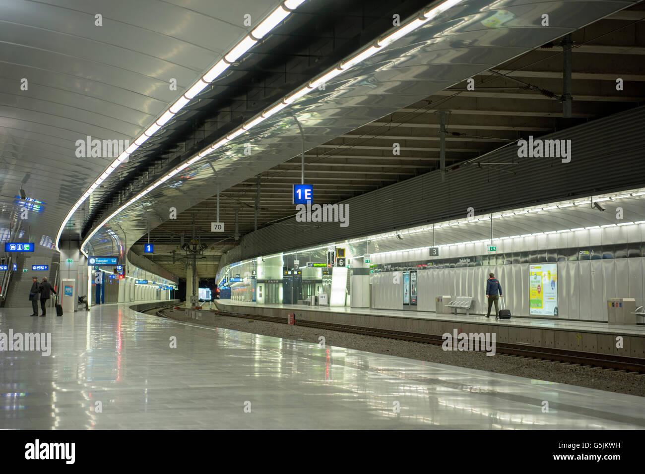 Österreich, Niederösterreich, Schwechat, S-Bahn Station am Flughafen Stockbild
