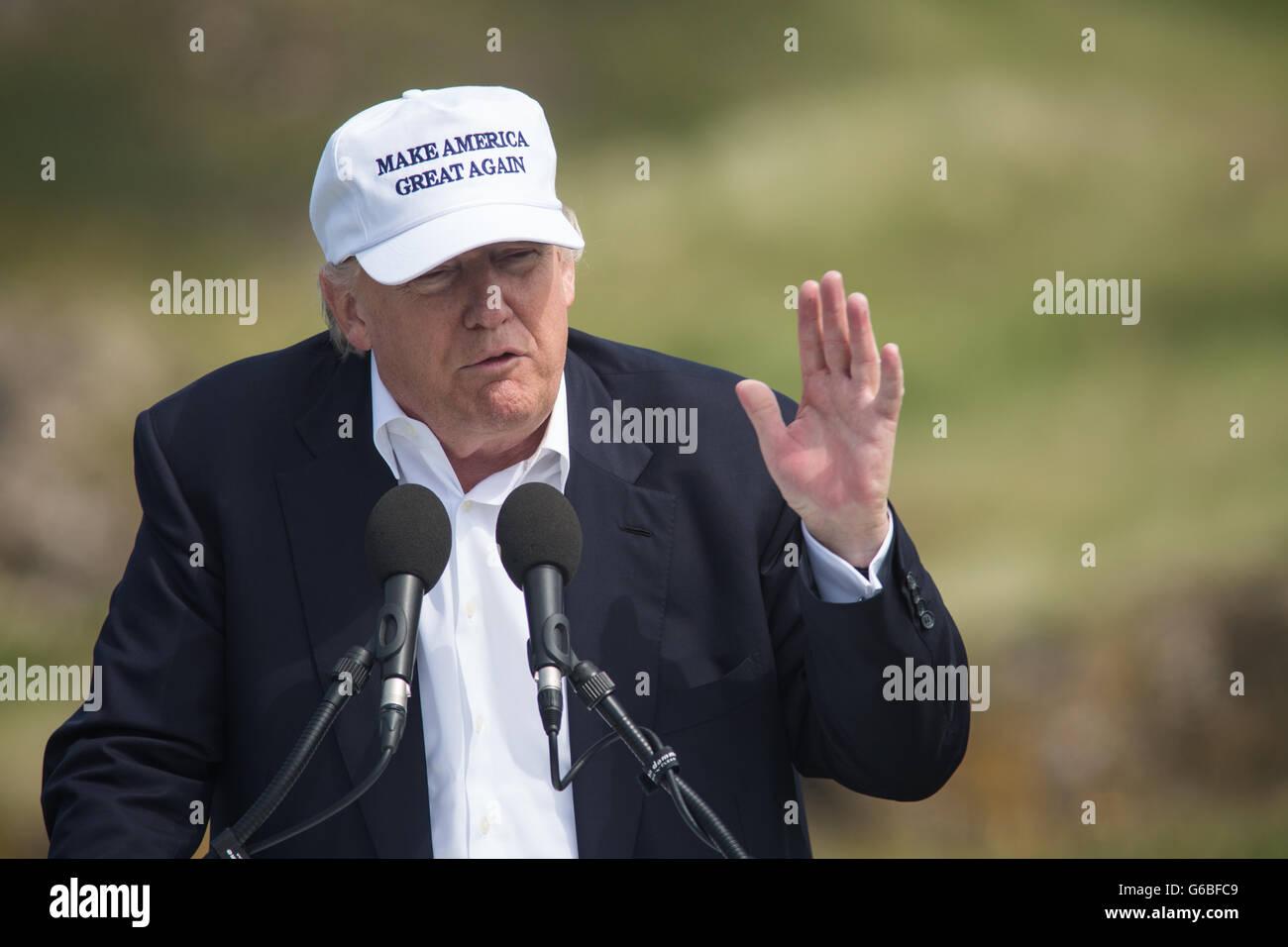 Republik-Präsidentschaftskandidaten Donald Trump hält eine Pressekonferenz am 9. Loch Abschlag, mit seinen Stockbild