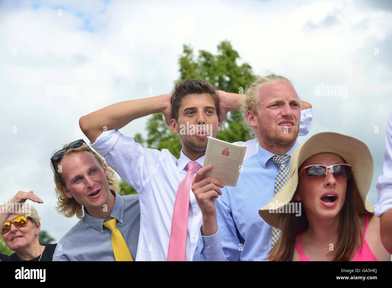 Henley, UK. 3. Juli 2016. Unterstützer Aghast während der The Visitors Herausforderung Cup.Defending Champions Stockbild