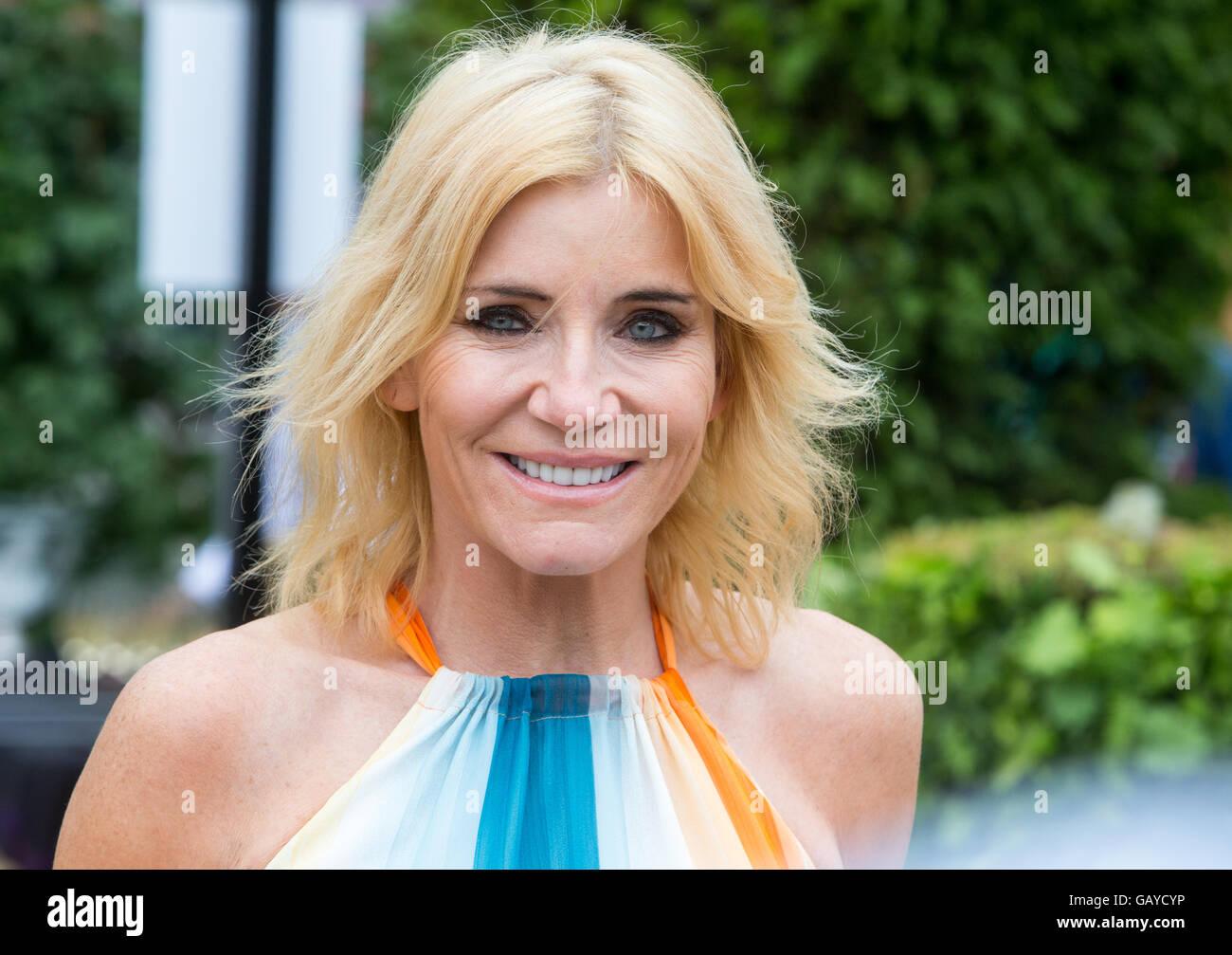 """Ehemalige """"East Enders"""" Star und Schauspielerin Michelle Collins bei der RHS Hampton Court Flower show Stockbild"""
