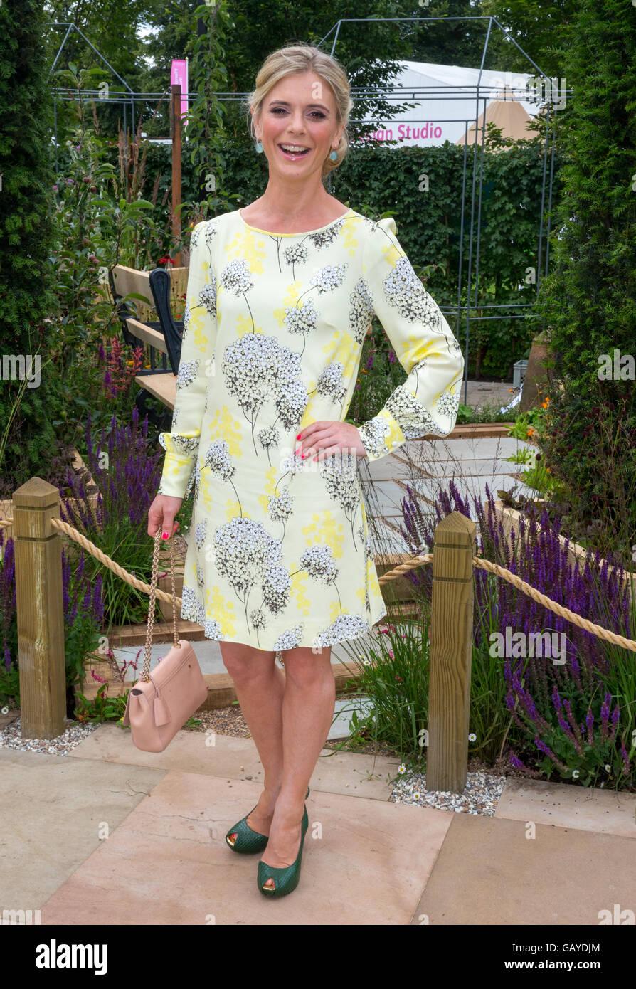 Schauspielerin Emilia Fox in der RHS Hampton Court Flower Show 2016 Stockbild