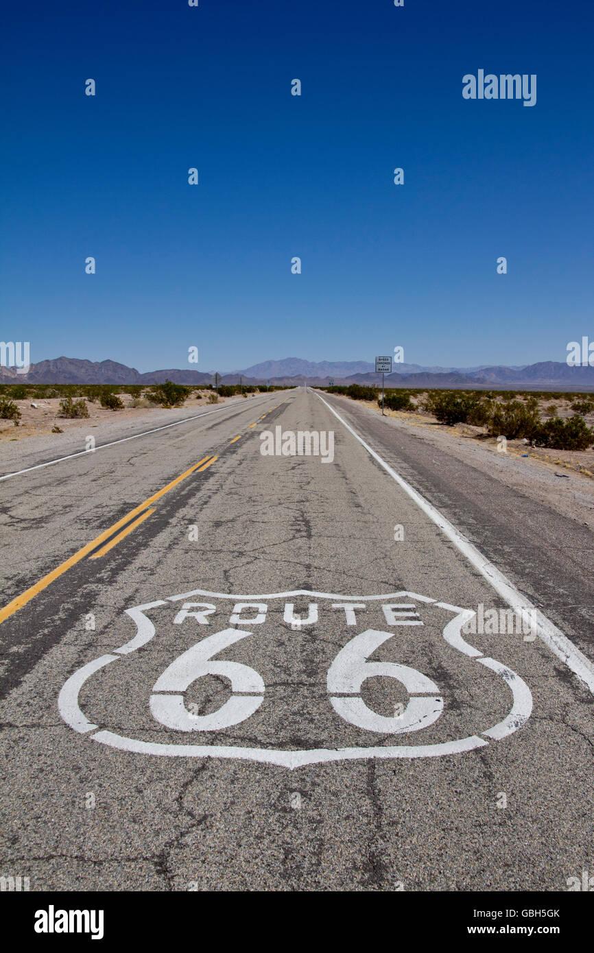 Route 66; USA; Straße; Legende; Urlaub; Reisen; Zeichen; Widerstandsmuseum; Himmel; Verwicklungen, Autobahn, Stockbild