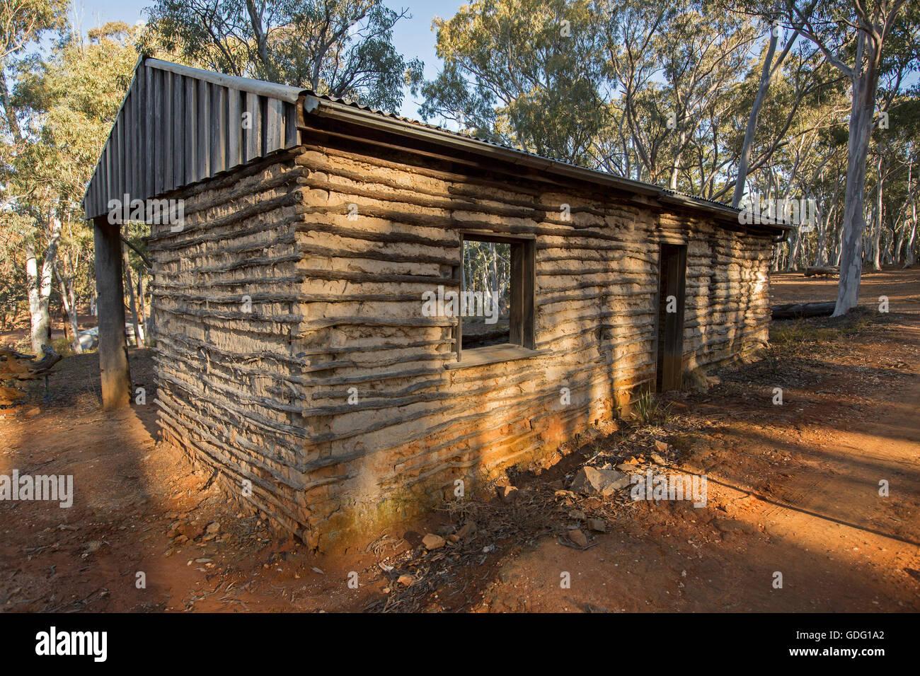 Gebäude mit Flechtwerk & Daub demonstriert eine einfache kostengünstige Methode der Konstruktion mit Stockbild