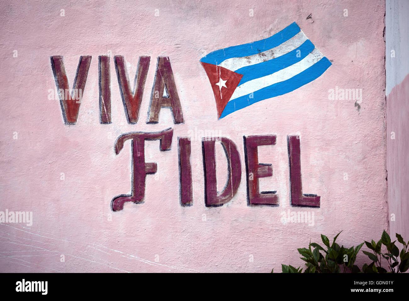 Bemalten Wand mit der Flagge von Kuba und die Worte Viva Fidel Santiago von Kuba, Provinz Santiago De Cuba, Kuba Stockbild