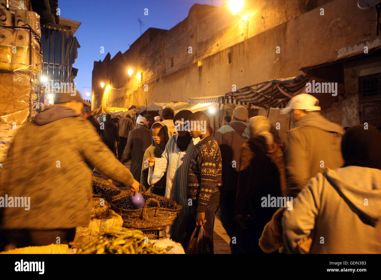 Afrika, Nordafrika, Marokko, Fes, Stadt, Stadt, Altstadt, Medina, Souk, Basar, Markt, Reisen, Reise, Alltag, Wirtschaft, Stockbild