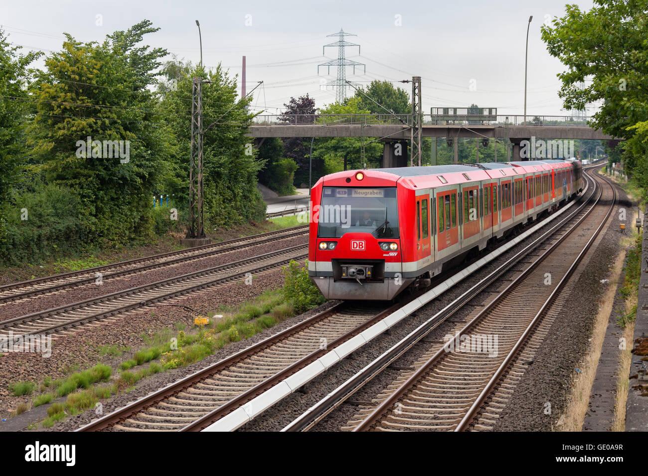"""Deutsche Bahn Klasse 474 S-Bahn """"S3"""" auf der Durchreise Hamburg-Moorburg. Stockbild"""