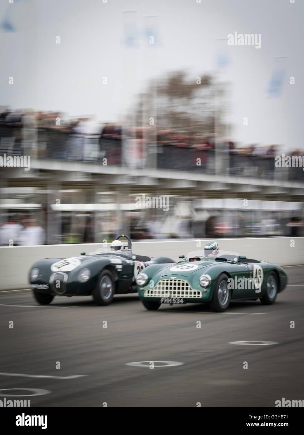 Jaguar C-Type (L) und Aston Martin DB3, Peter Collins Trophy, 72. Mitgliederversammlung, Rennen, Autorennen, Oldtimer, Stockbild