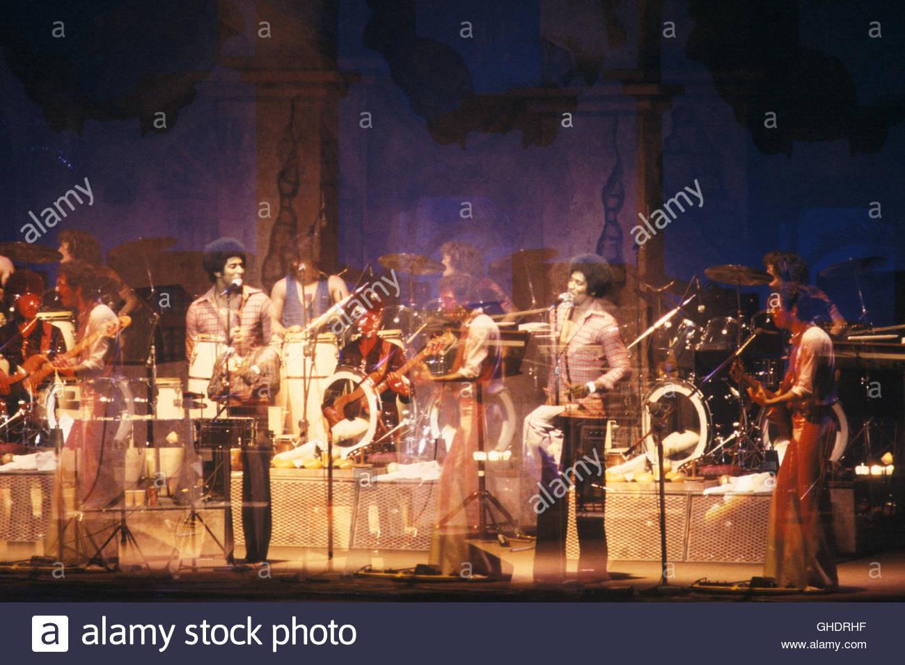 US-amerikanischer Latin-Rock-band Santana erklingt in das Palladium auf 5. März 1977 in New York City. Stockbild
