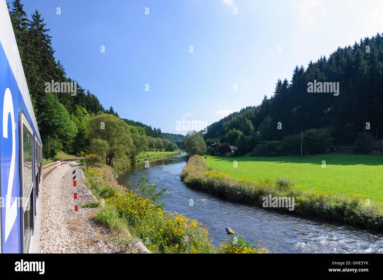Neufelden: Regionalzug der Mühlkreisbahn im Fluss Tal Große Mühl, Österreich, Oberösterreich, Stockbild