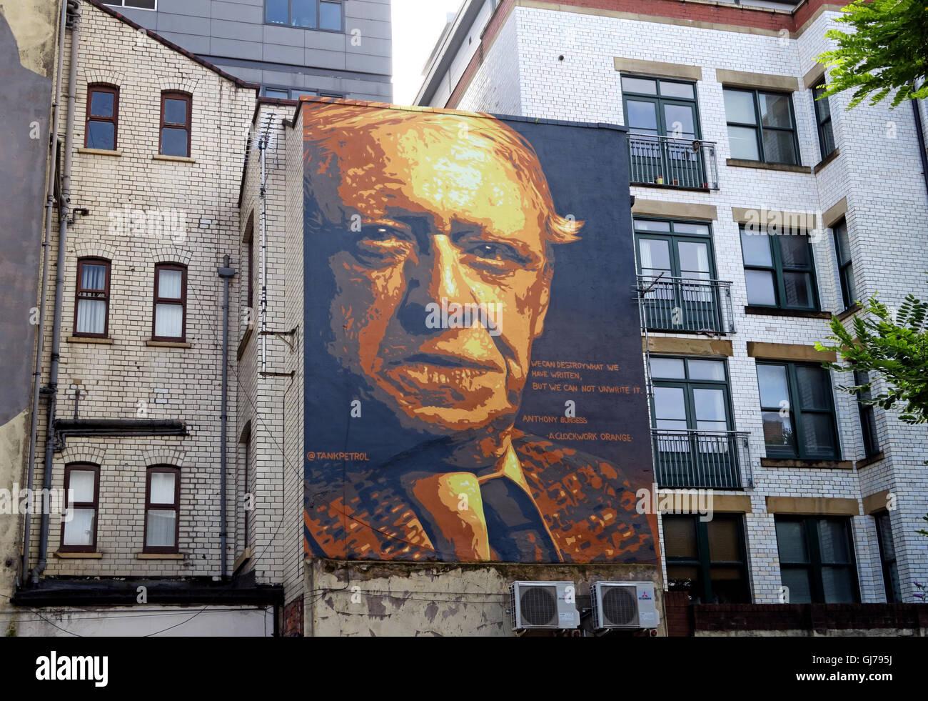 Laden Sie dieses Alamy Stockfoto Autor Anthony Burgess Wandmalerei Kunst arbeiten, Northern Quarter, Brightwell Spaziergang, Manchester M4 5JD - GJ795J
