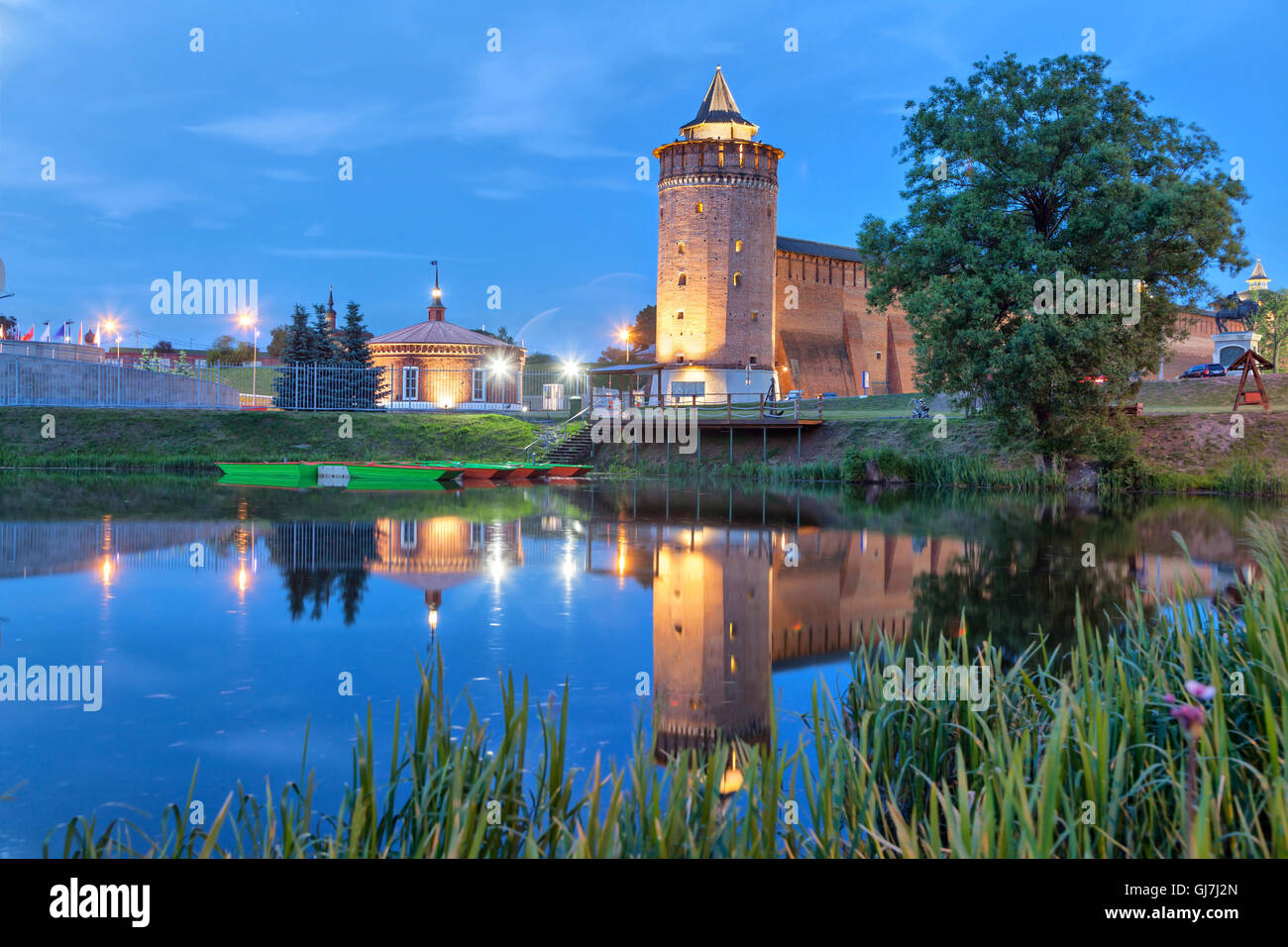 Turm eine Wand von Kolomna Kreml Reflexion im Wasser in der Region Abend, Kolomna, Moskau, Russland Stockbild