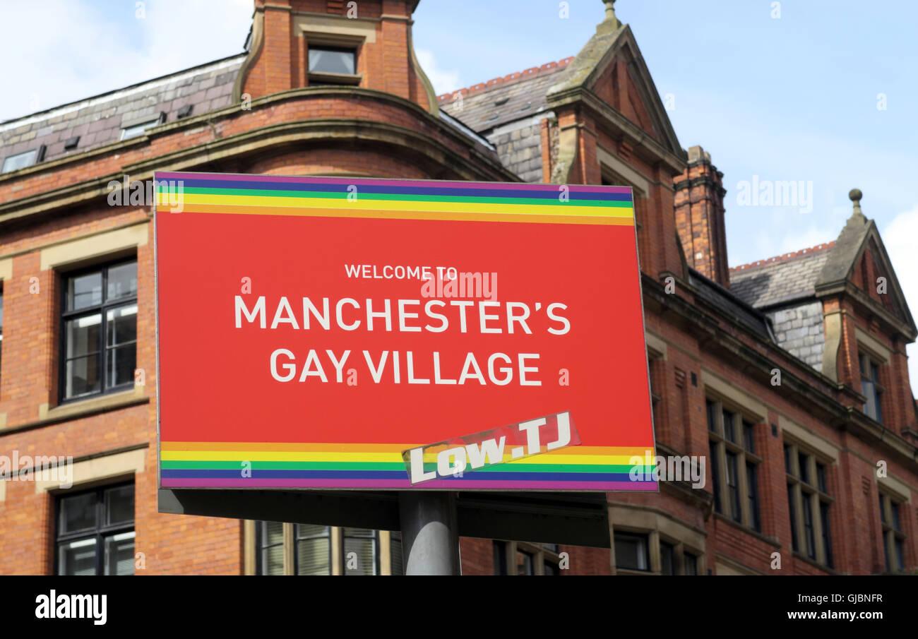 Laden Sie dieses Alamy Stockfoto Herzlich Willkommen Sie in Manchesters Gay Village Zeichen, Canal St - GJBNFR